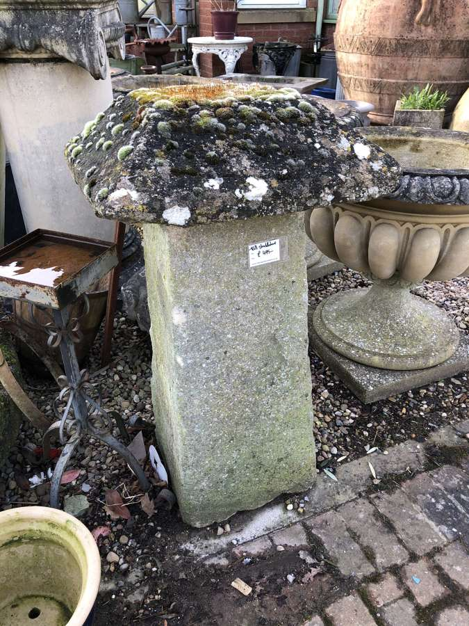 Large square staddle stone - mushroom stone 103 cm