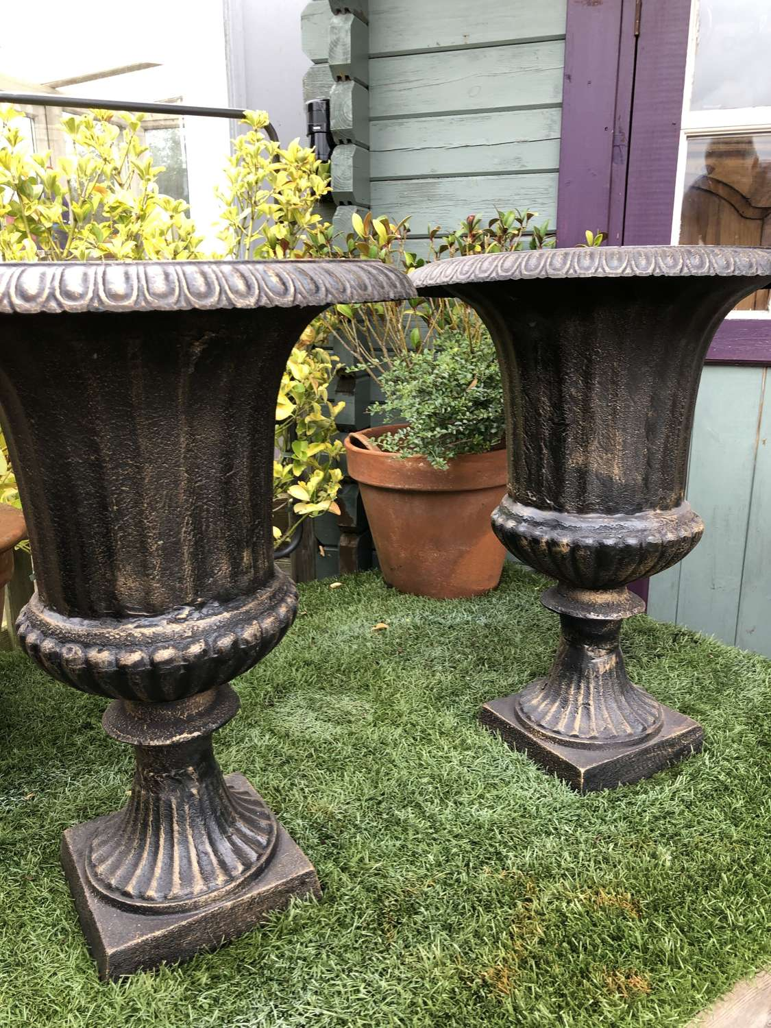 Pair of cast iron campagna urns 62 cm - Black /bronze finish